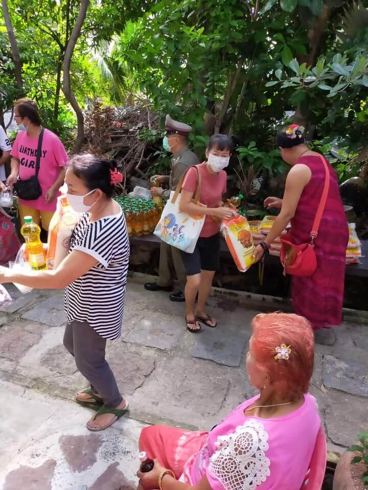 บริจาคข้าวสารที่ ชุมชนกุฎีขาว ชุมชนเล็กๆ ย่านธนบุรี ได้รับกันทุกท่าน